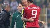 İbrahimovic Fenerbahçeli oyuncu Kjaer'in boğazına sarıldı