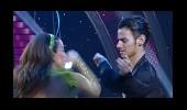 Aşkın Nur Yengi ve Emre'nin Dans Performansı