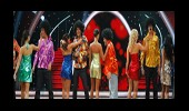 Erkek Yarışmacıların Toplu Dans Performansı