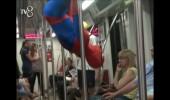 Örümcek Adam metrobüse binerse...