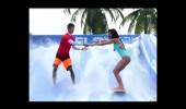 Para Bende Almeda'nın Sörf Keyfi