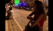 Almeda sokakta tek başına kaldı