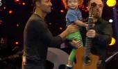 Mustafa Sandal yarışmacının bebeğini aldı ve stüdyoya fırladı!