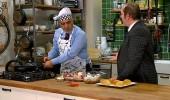 Bay Tahmin'in sunucuları 'Arda'nın Mutfağı'na girdi! Gece sucuklu yumurta yaptılar...