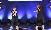 Emre Gökbulut ve Ahmet Deveci'nin rap şarkı performansı
