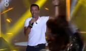 Mustafa Sandal yeni şarkısı Dön Dünya'yı ilk kez seslendirdi!