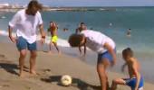 Plajda İspanyollarla maç yaptılar