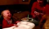 Minik bebek kahkahaya boğuldu