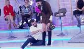 Kemal Doğulu'dan yarışmacının çorabını yırttı!