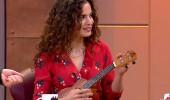 Aslı Bekiroğlu 'ukulele' çaldı! Müslüm Gürses şarkısı söyledi...