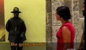 Sabriye sokak sanatçısını heykel sanarsa...