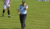 Türkiye Kupası maçı oynanırken polis sahanın içinde gezdi