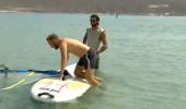Serkay'dan Furkan'a rüzgar sörfü dersi