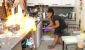 Mutfakta korku dolu anlar! Ocak birden alev aldı