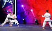 Elmas Kızlar'ın karate gösterisi