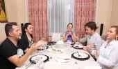 Yemekteyiz'de gruplaşma iddiası!