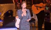Sıla ünlü şarkıcıyla pişti oldu! İki yıl önceki elbise...