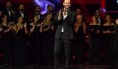 Ümit Şen 'Gel Gönlümü Yerden Yere' performansı