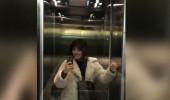 Ezgi Mola'dan asansör pozu