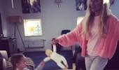 Meryem Uzerli'nin kızıyla sabah dansı
