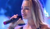 Damla Can ' Ben Böyleyim' şarkısıyla sahnede...