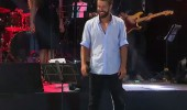 Hilmi Cem 'Günah Benim Suç Benim' şarkısıyla sahnede...