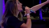 Merve Aydın 'Saydım' şarkısıyla sahnede...