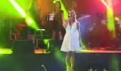 Nagihan Karadere 'Bebek' şarkısıyla sahnede...