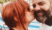 Deniz Seki'den sevgilisine aşk öpücüğü