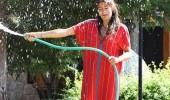 Asuman Krause, elbiseyle duş aldı!