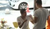 Garsondan krem isteyip, arkadaşının yüzüne sürdü!