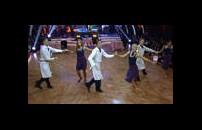 Yarışmacıların Toplu Dans Performansı