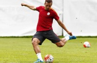 Lukas Podolski'nin şutu kaleciyi yaraladı!