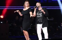 Sibel Can o şarkıya dayanamadı ve soluğu sahnede aldı!