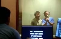 Bollywood stüdyolarında şarkı söyleyip dublaj yaptılar!
