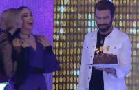 Yarışmacıya sürpriz doğum günü kutlaması!