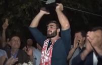 Survivor Yusuf'u hiç böyle görmediniz! Şampiyon memleketinde karşılandı...