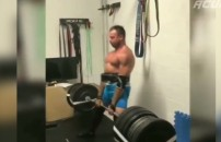 Spor yapan insanların ağırlıkları kaldırdıktan sonraki tepkileri...