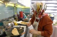 Yemekteyiz'in 21 Ocak 2020 bölümünde Ayşe Hanım'ın yaptığı gözleme geçer not alabilecek mi?