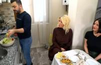 Yemekteyiz 3 Şubat 2020 bölümünde dış ses yarışmacı Berk Bey'i Seda Sayan'a şikayet etti