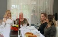 13 Şubat 2020 Seda Sayan ile Yemekteyiz Zuhal Hanım'ın masa eleştirisi tartışmaya neden oldu