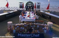 MasterChef Türkiye'nin 29 Ekim bölümünde dokunulmazlık oyunu sonrası özel konuklar tadım yaptı