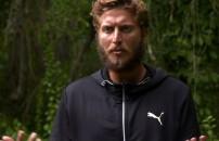 TV'DE YOK   Survivor Berkay, performansıyla kırmızı takımda ilgi odağı oldu