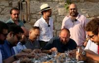 Alaçatı'nın ünlü mekan sahipleri yarışmacıların yemeklerinin tadına baktı