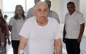 Yatalak geldiği hastaneden 82 yaşında yürüyerek çıktı
