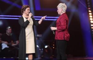 Sibel Can o sesi duyunca dayanamadı ve soluğu sahnede aldı