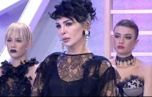 77. bölüm Deniz Serkanova podyumda
