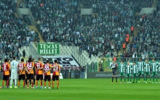 Bursa-Galatasaray maçında 2 dakika sabredemediler!