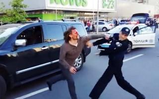 Yedi polis eski güreşçiyi zor sakinleştirdi!