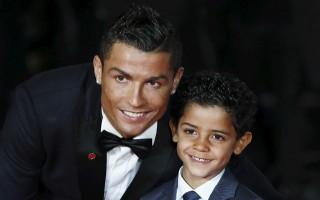 Cristiano Ronaldo'ya evlat darbesi! Kıskandırdı...